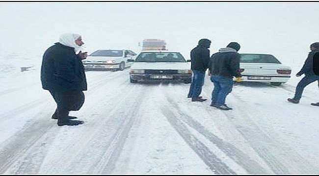 Viranşehir-Diyarbakır Kara Yolunda Kar Yağışı Ulaşımı Zorladı