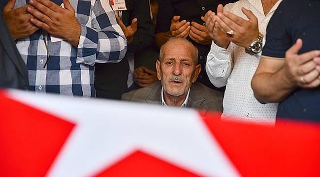 Şehit oğlunun kabrini ziyarete giden baba kazada öldü