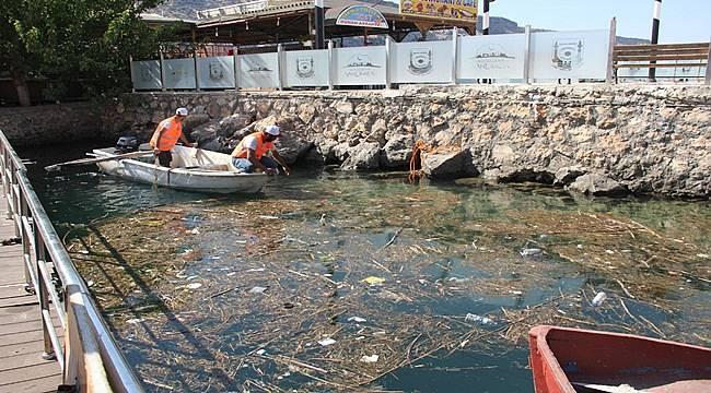 Halfeti'de Fırat Nehrini Temizleniyor