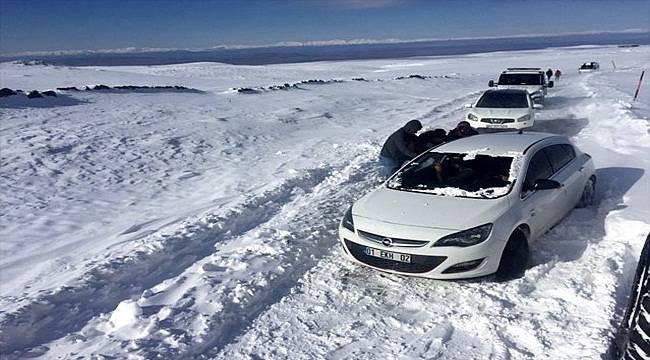Karacadağ Kayak Merkezi'nden Dönenler Yolda Mahsur Kaldı