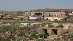 Karacadağ'daki 35 Mahallenin Çöpleri Neden Toplanmıyor?