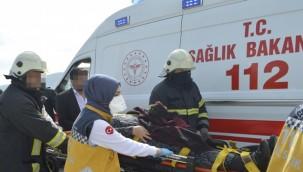 Akçakale Yolunda iki Otomobilin çarpıştı 3 Yaralı