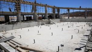 Karaköprü'de Yüzme Havuzu Çalışmaları Tam Gaz Sürüyor