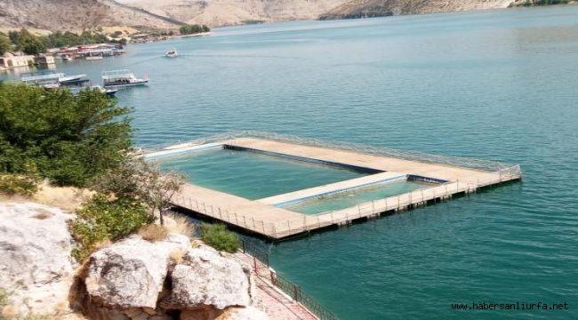 Halfeti'de Yüzer Havuz 8 Yıldır Gençlere Yasak