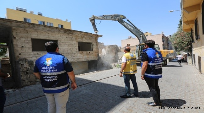 Haliliye'de Riskli Binalar Tek Tek Yıkılıyor